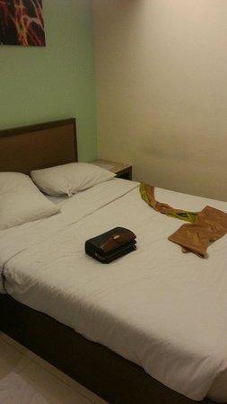 Royal Express Inn Bangkok: ダブルだが小さめのベッド
