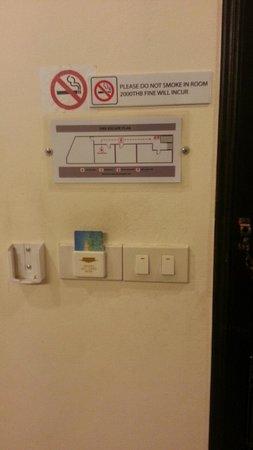 Royal Express Inn Bangkok: カード式。外出先から帰ると電気がきれているんで、クーラーがきくまで暑い。