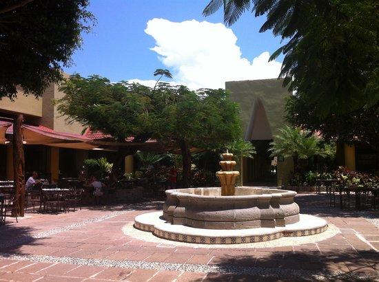 Viva Wyndham Azteca : Piazzetta ristorante