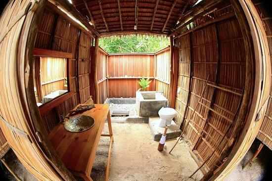 Raja Ampat Biodiversity Eco Resort : Baño