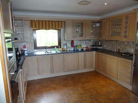 Cameron House Lodges: Well appointed kitchen