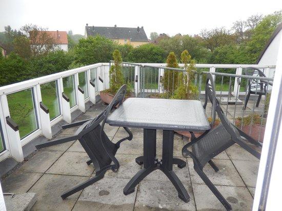 Welcome Hotel Bad Arolsen: Unsere Dachterrasse - und die unseres Zimmernachbarn