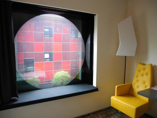 ARCOTEL Onyx: Можно смотреть в окно, сидя на подоконнике