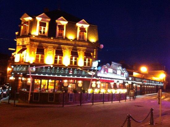 Detective Hotel : Вечерний город