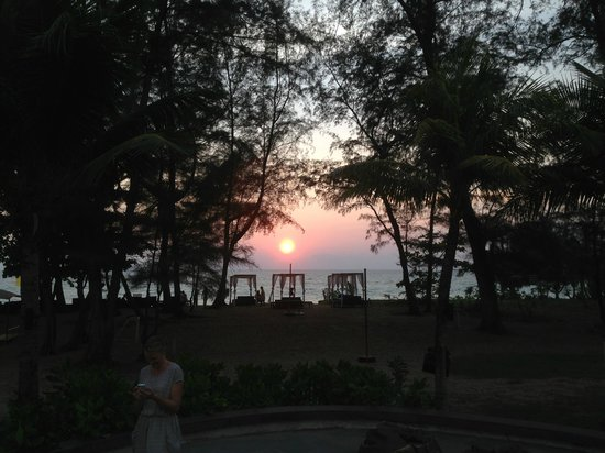 Holiday Inn Phuket Mai Khao Beach Resort : Sunset