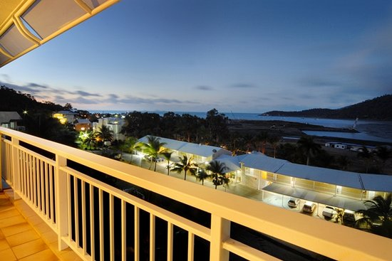 Coral Sea Vista Apartments : Sunset view from balcony