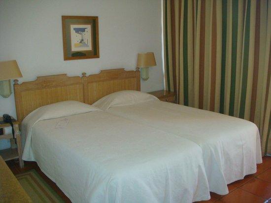 Dom Pedro Marina: Our room.