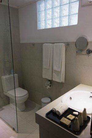 清潔なシャワールーム