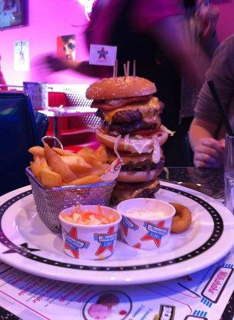 Le plus gros hamburger !! - Photo de Memphis Coffee Valence, Valence ...