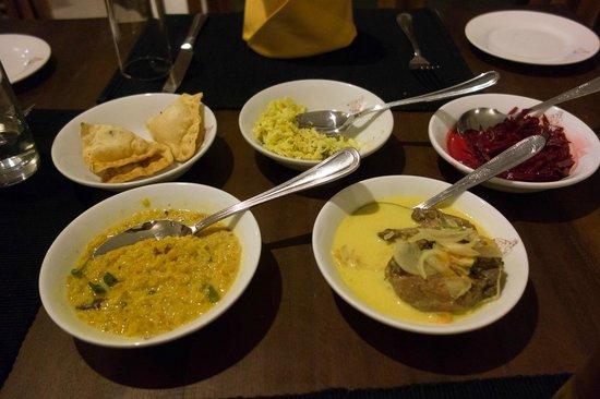 The Lakeside Hotel at Nuwarawewa: 夕食のカレー