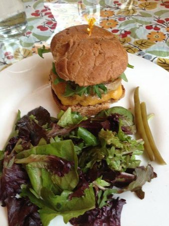 Heirloom Cafe: Grass fed burger and greens.