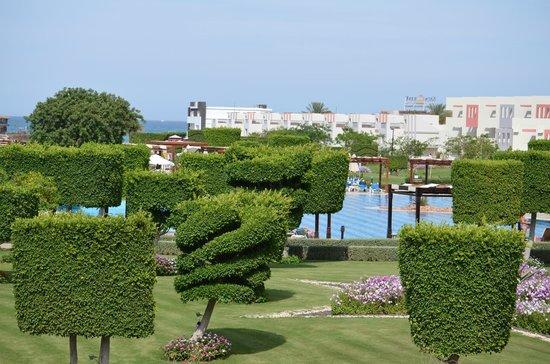 SUNRISE Grand Select Crystal Bay Resort : vue jardin