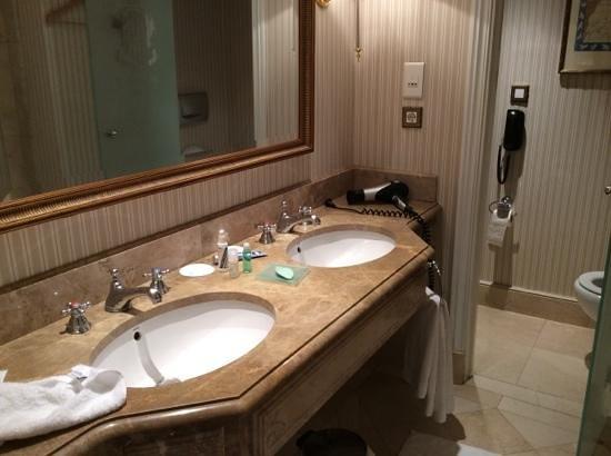 The Westin Palace Madrid: Bathroom