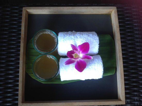 V Integrated Wellness: Refreshing drink and cloth on arrival