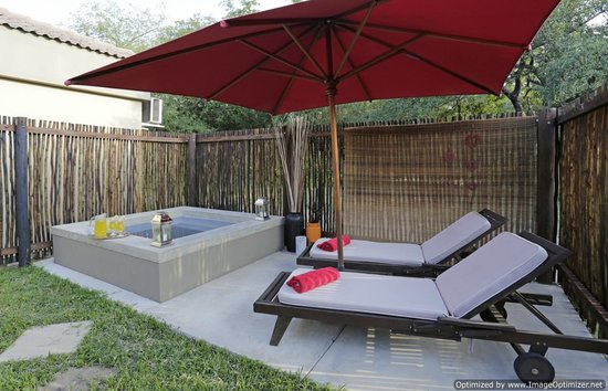 Turaco Lodge: relax at the private splash pool