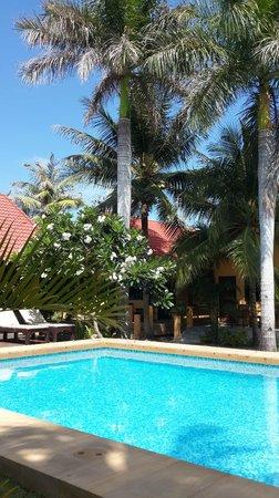 Terra Selisa Dolphin Beach Resort Hua Hin: Resort swimming-pool