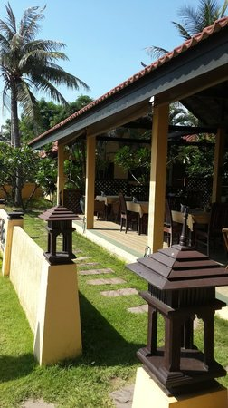 Terra Selisa Dolphin Beach Resort Hua Hin: Front area facing the beach