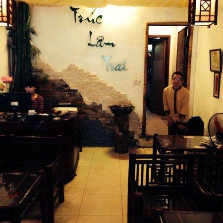 Truc Lam Trai: The restaurant