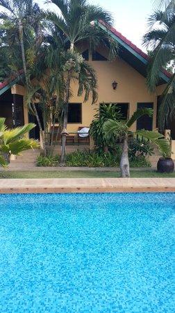 Terra Selisa Dolphin Beach Resort Hua Hin: Pool bungalow