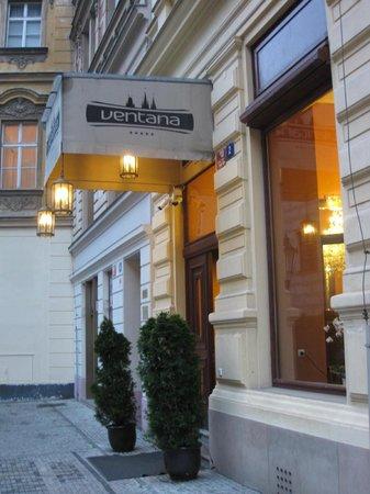 Ventana Hotel Prague: Hotel entrance