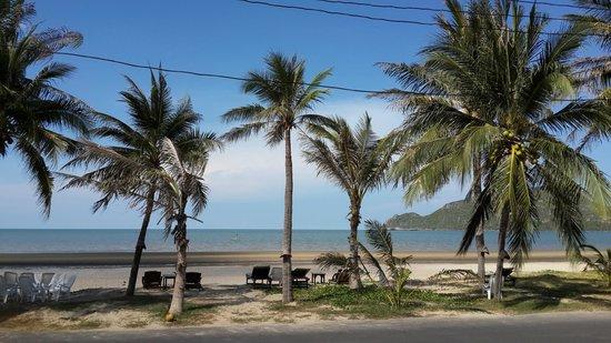Terra Selisa Dolphin Beach Resort Hua Hin: Beachfront