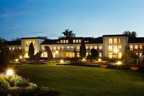 Best Western Premier Park Hotel And Spa : Parkansicht des Hotels