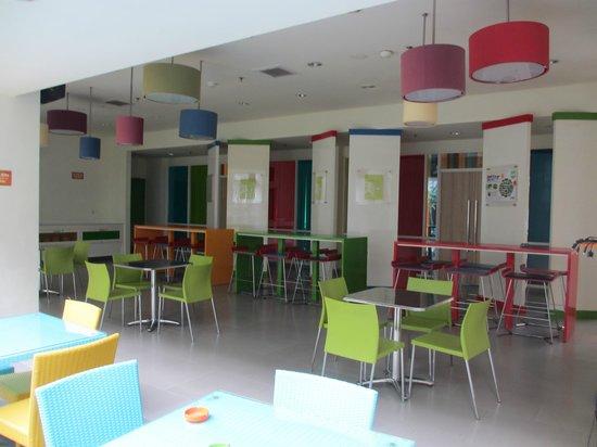 POP! Hotel Sangaji Yogyakarta: Dining/ Hangout Area