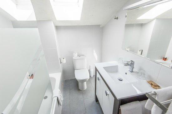 Amiraute: Bathroom