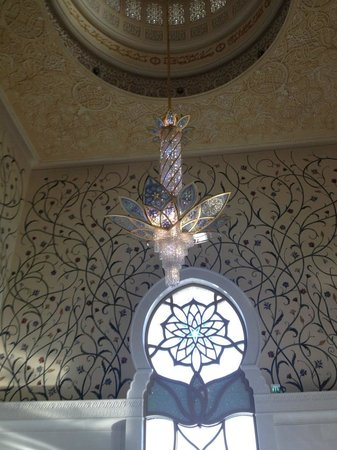 Mosquée Cheikh Zayed : Artwork inside the mosque