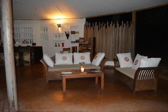Rhino River Camp: The lounge/bar area