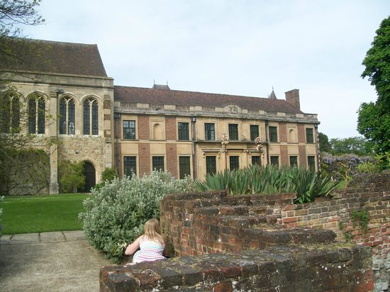 Eltham Palace and Gardens : Modern meets old!