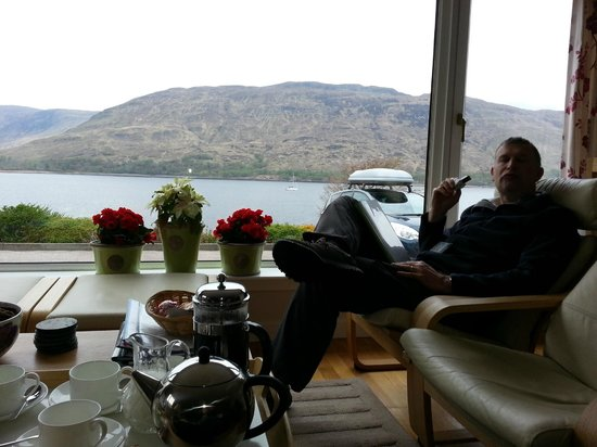 Torlinnhe Guest House: View having a coffee in lounge