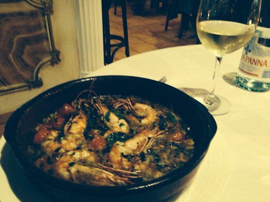 Modigliani: The best garlic prawns on the island!