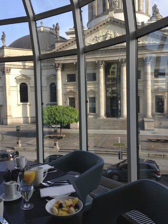 Hilton Berlin: Breakfast from the Dome