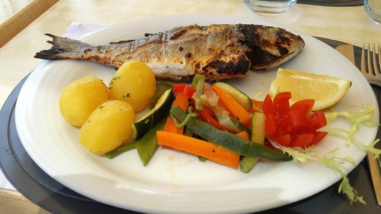 Mar Restaurante & Bar: Grilled fish of the day