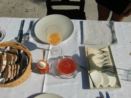Hospederia la Era : Frühstück mit Stil auf der Terrasse