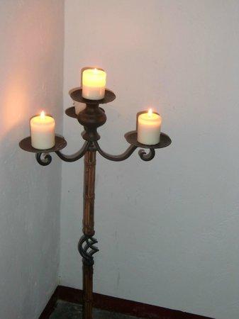 Hospederia la Era: romantisches Treppenhaus, mit Kerzen in Szene gesetzt