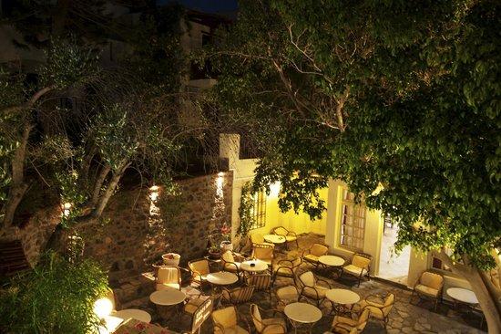 Elpida Village: Bar seating area