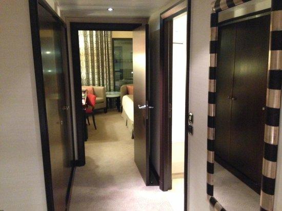 Hyatt Regency Nice Palais de la Mediterranee: hallway room