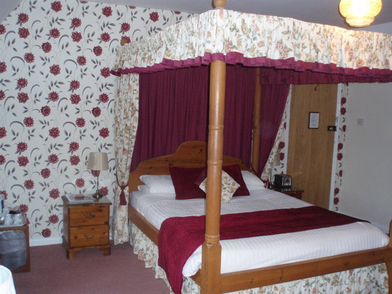 Hunters Lodge Hotel: Room 5 - Pine Four Poster Bridal Suite
