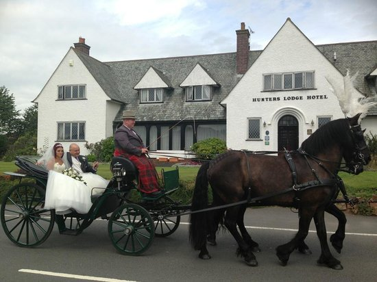 Hunters Lodge Hotel: horse & carriage