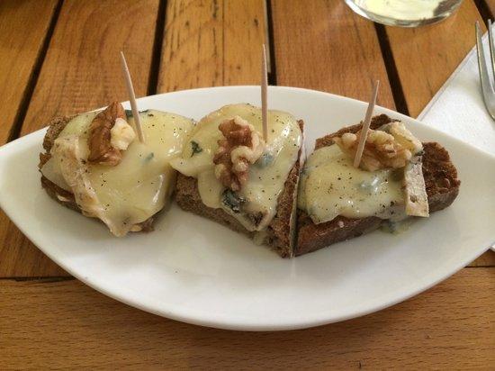 Brot Mit Birne Und Schimmelkäse überbacken Bild Von 13 Palma De
