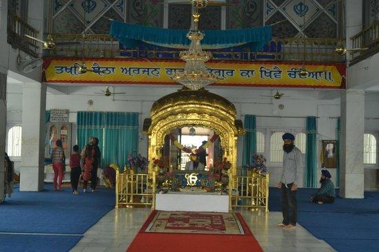 Gurudwara Ramsar Sahib: inside glass handwork on the top