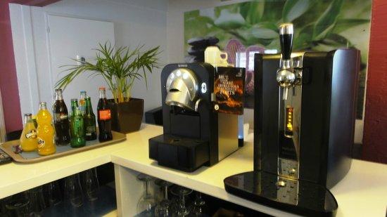 Kyriad Montpellier Sud - Lattes: Espace NESPRESSO - kyriad lattes