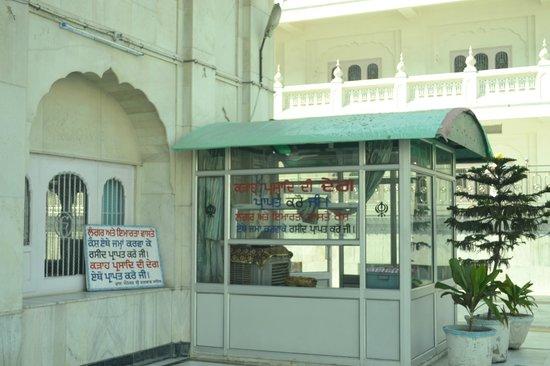 Gurudwara Ramsar Sahib: entrance to main hall