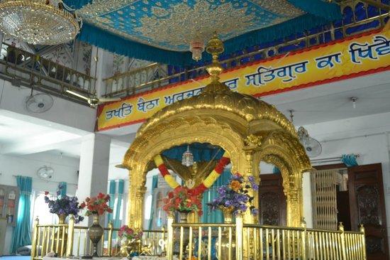 Gurudwara Ramsar Sahib: darbar hall