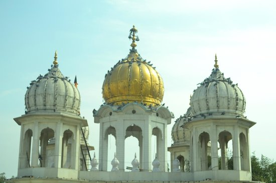 Gurudwara Ramsar Sahib: the beauty of domes