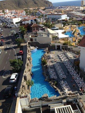 Paradise Park Fun Lifestyle Hotel : Aussicht Dachterrasse auf die Poollandschaft