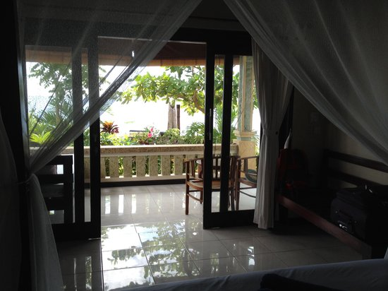 Solaluna Beach Homestay: View from inside bungalow