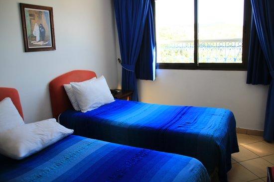Hotel Parador - Chefchaouen : ベッドもやはり青